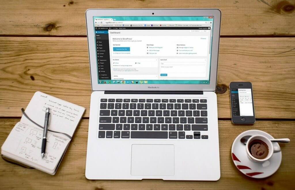 Webマーケティング職の副業①|ブログ・サイト運営(おすすめです)